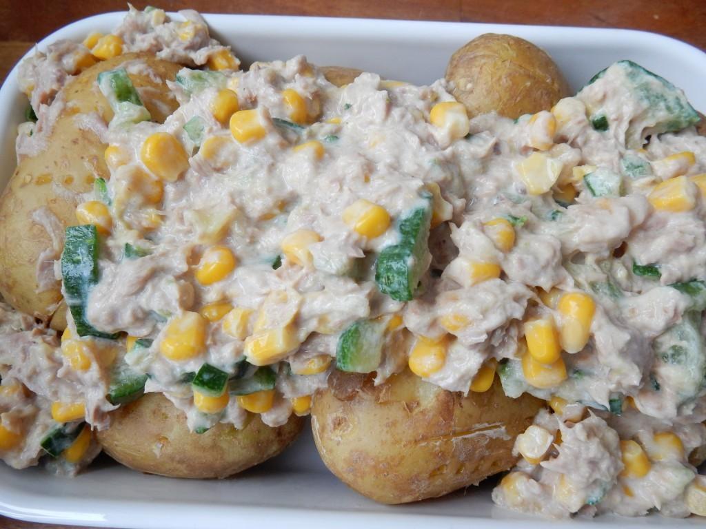 Gepofte aardappelen met tonijn uit de magnetron - Chez Bo